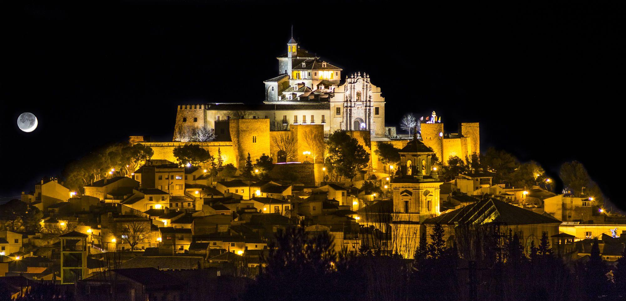 La luna sobre el castillo de Caravaca, Murcia, Esaña (Alvaro Perez)