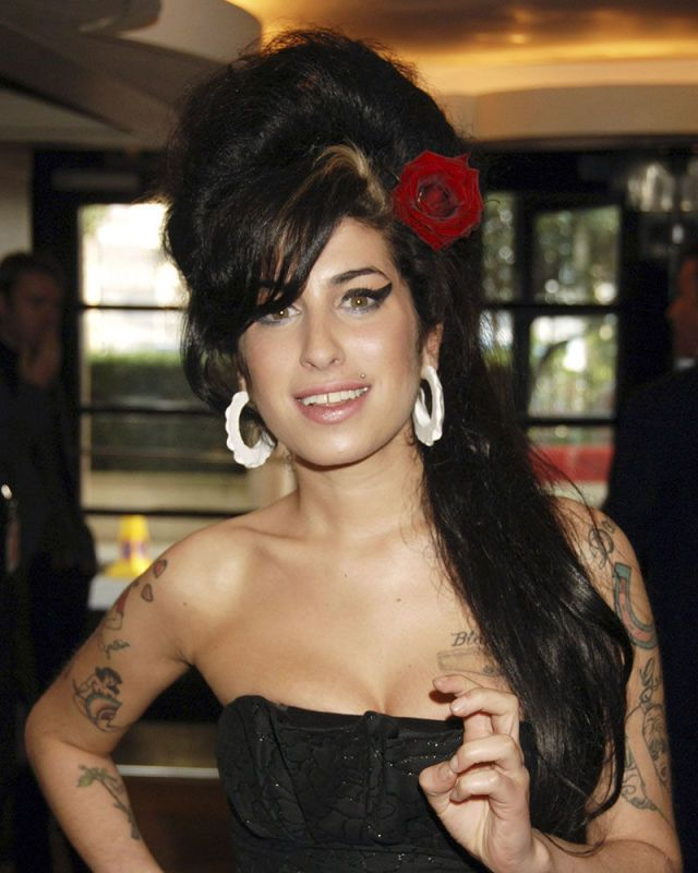 Bring back the beehive! | Amy winehouse, Winehouse, Iconic celebrity