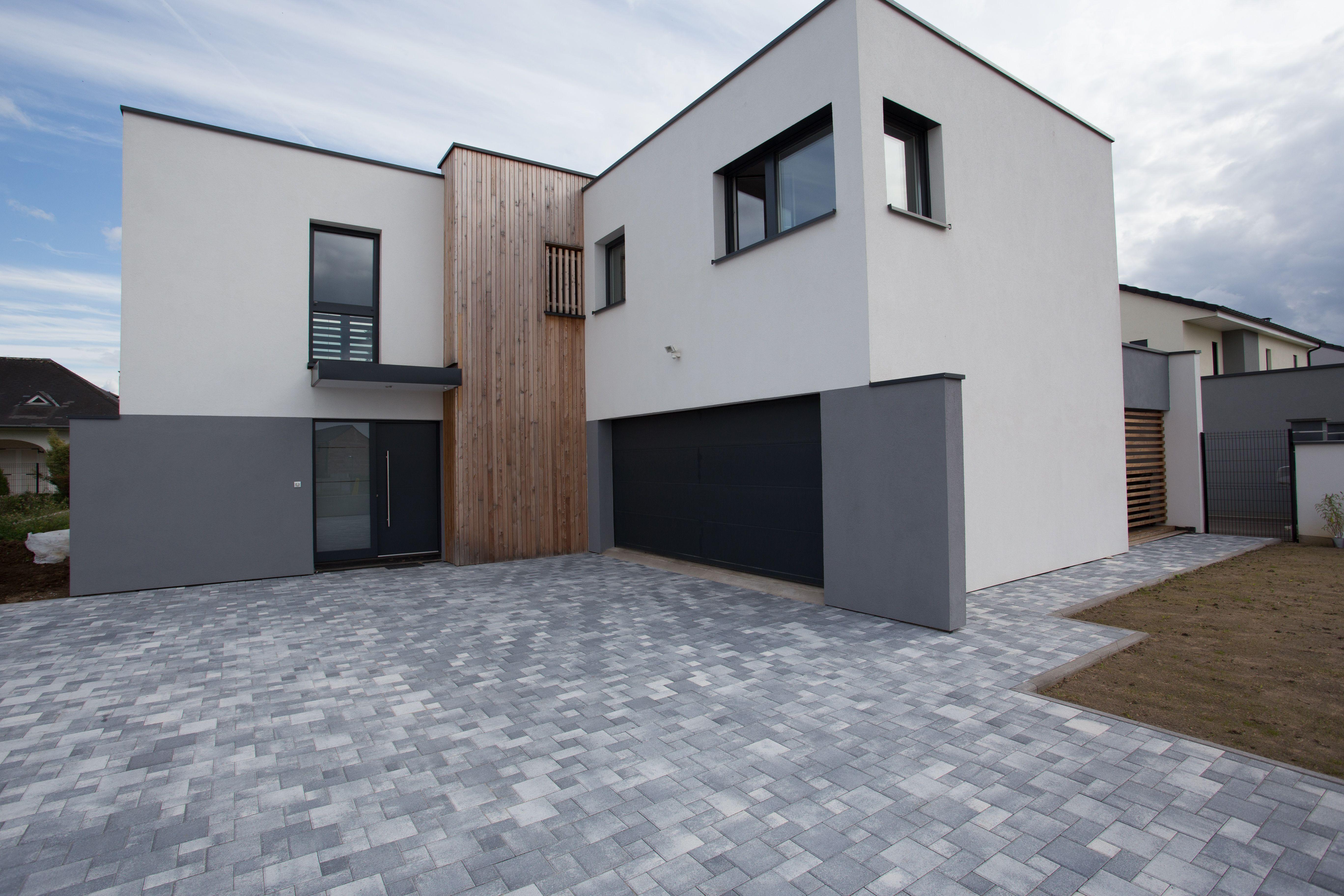 maison innov 39 habitat avec deux volumes et grande avanc e de la maison architecture sur mesure. Black Bedroom Furniture Sets. Home Design Ideas