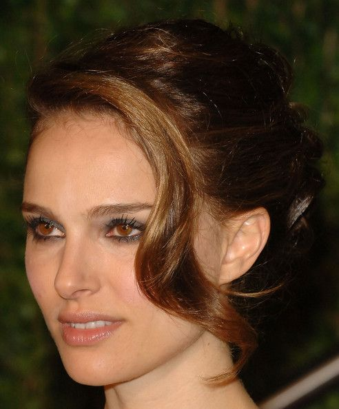 Wedding Hairstyle Ringlets: Natalie Portman Pinned Up Ringlets In 2020