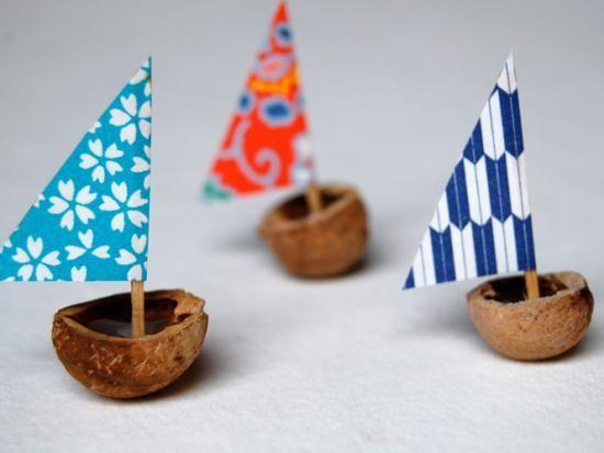 Utiliser des noix comme coques de bateaux bricolage for Dans un petit bateau