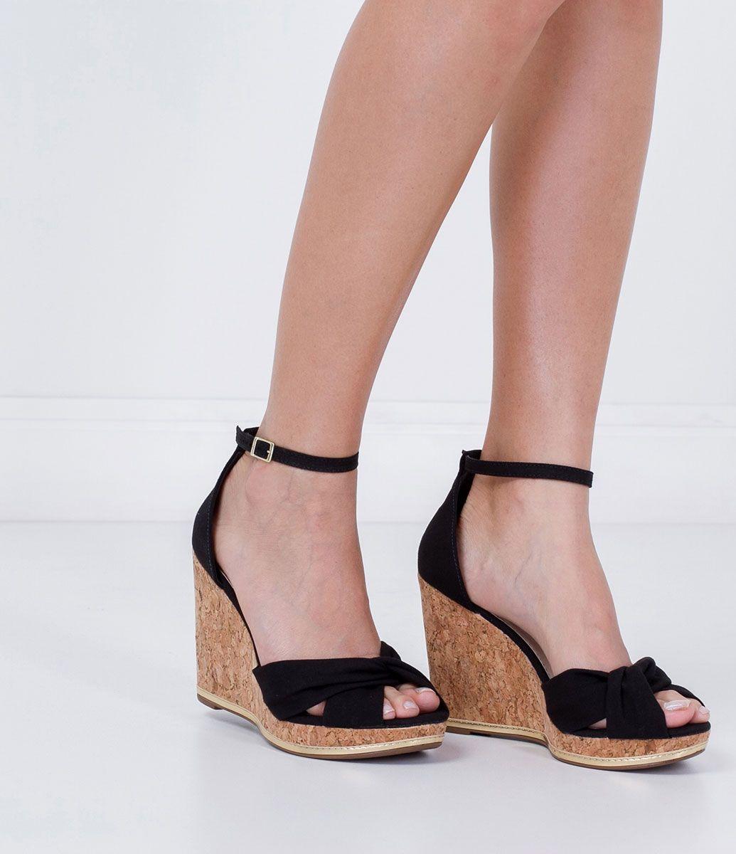 4849244a3 Sandália feminina Material: jeans Anabela Salto cortiça Com tiras X Marca:  Moleca COLEÇÃO VERÃO 2016 Veja outras opções de sandálias…