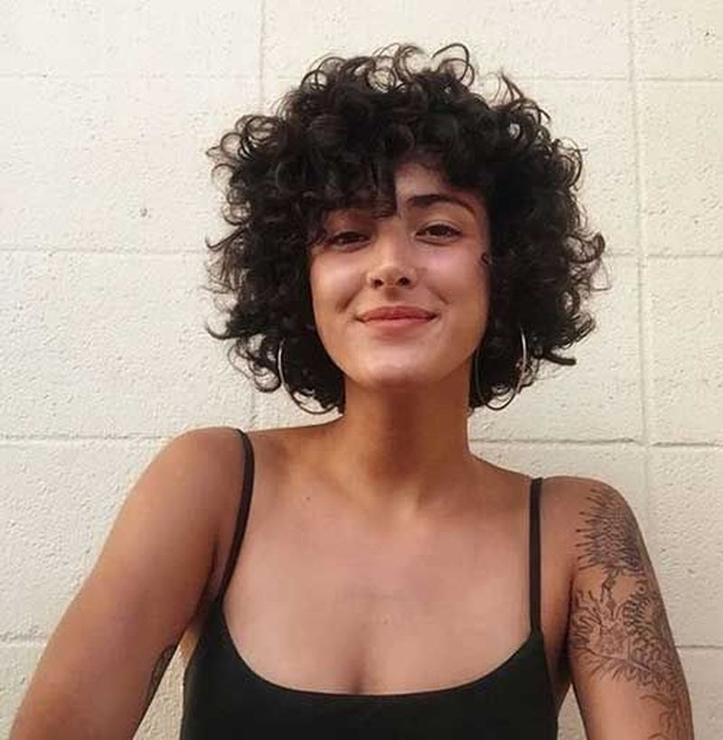 Cute Short Curly Hairstyles Ideas For Women 32 Fashionnita In 2020 Cute Short Curly Hairstyles Short Curly Hair Curly Wigs