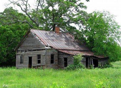 Love The Shape Of This Abandoned Farm Houses Old Farm Houses Shack House