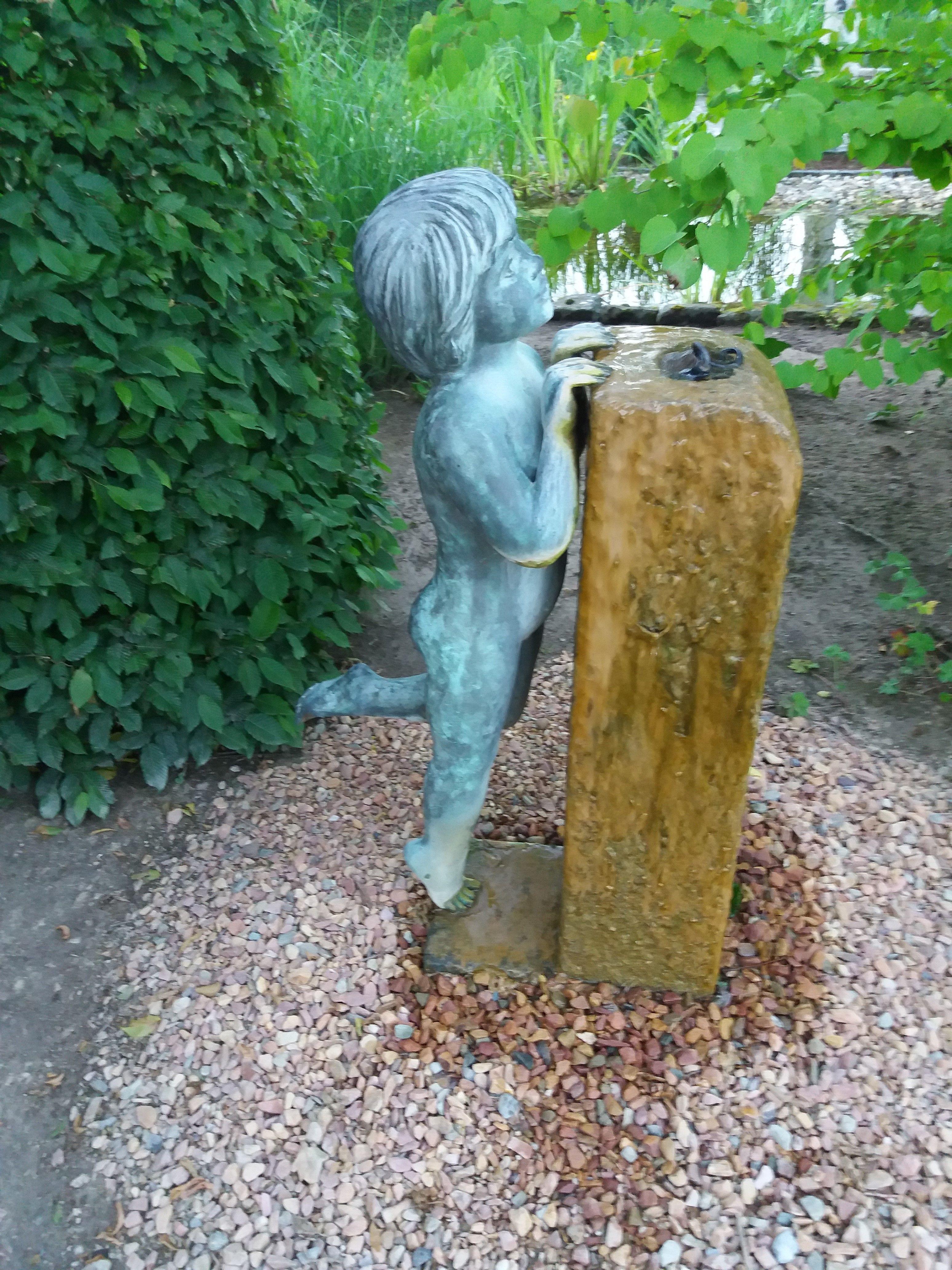 Springbrunnen Im Park Der Garten In Bad Zwischenahn In Deutschland Garten Gartendekoration Gartenkunst Fi Gartenkunst Springbrunnen Gartendekoration