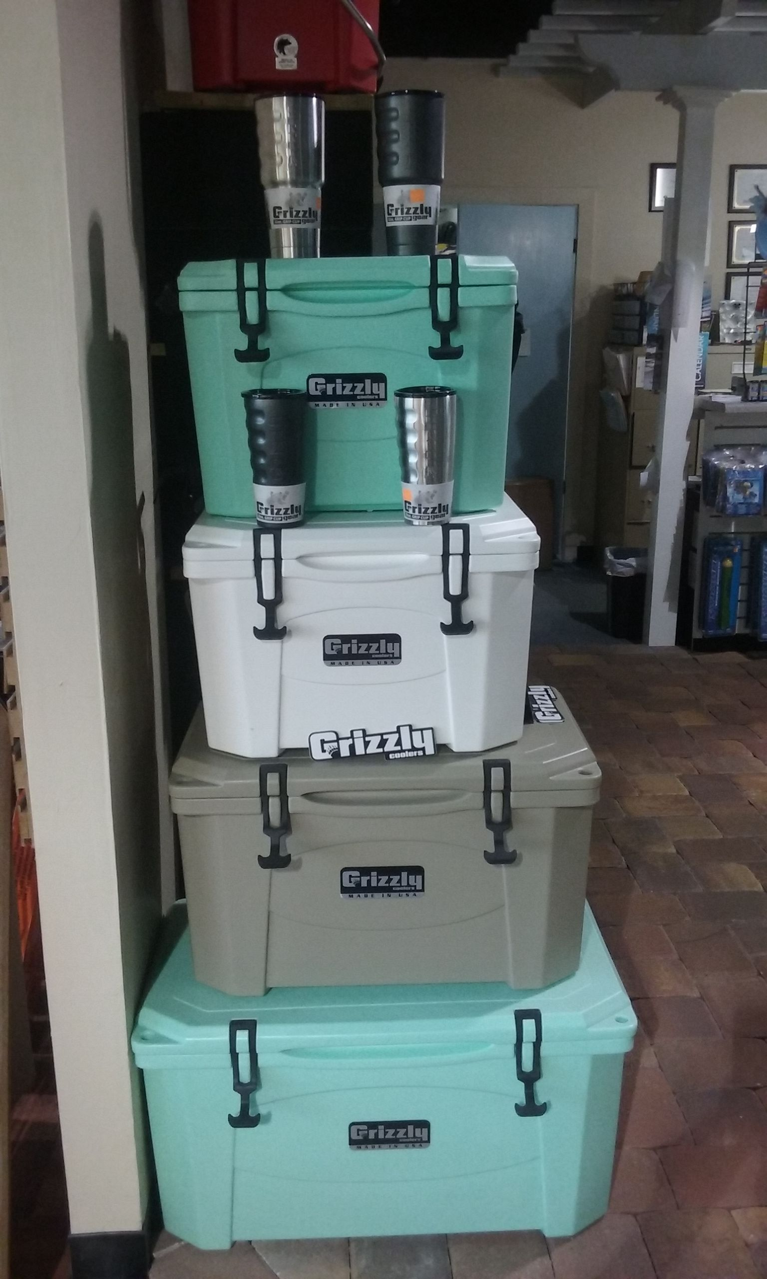 If You Want A Cooler That S Gonna Last And Keep Your Ice From Melting Then You Need A Grizzly We Have 15 20 40 And 60 Quart Avail Cooler Grizzly Shopping