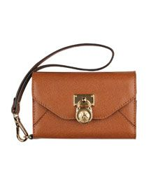 They need to make this for the Iphone5 I want it so bad! Michael Kors  Clutch iPhone Wallet Case