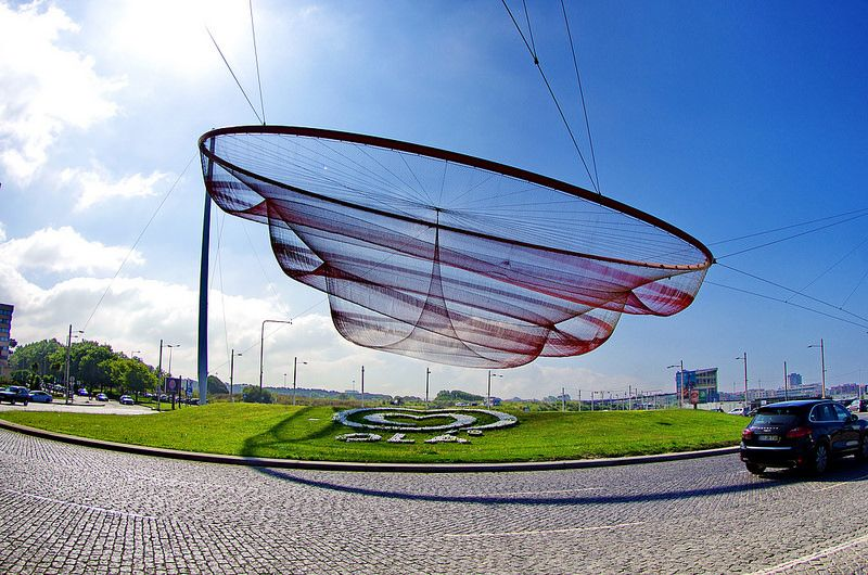 Porto août 2014 - 018 She Changes Sculpture by Janet Echelman