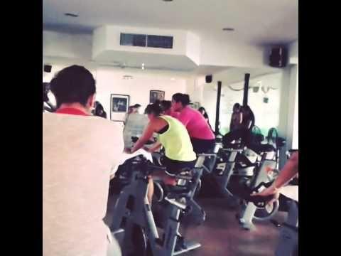 ¡Respira, cierra los ojos, respira! Cool down en la clase de Spinning con Pamela Ruiz en Shanti Studio Puerto Vallarta. http://studio.gruposhanti.com/spinning/