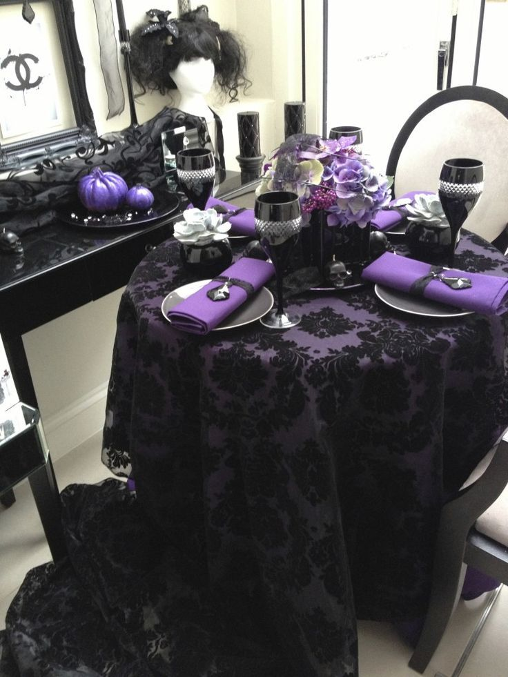 black and purple halloween table setting decoist - Halloween Wedding Table Decorations