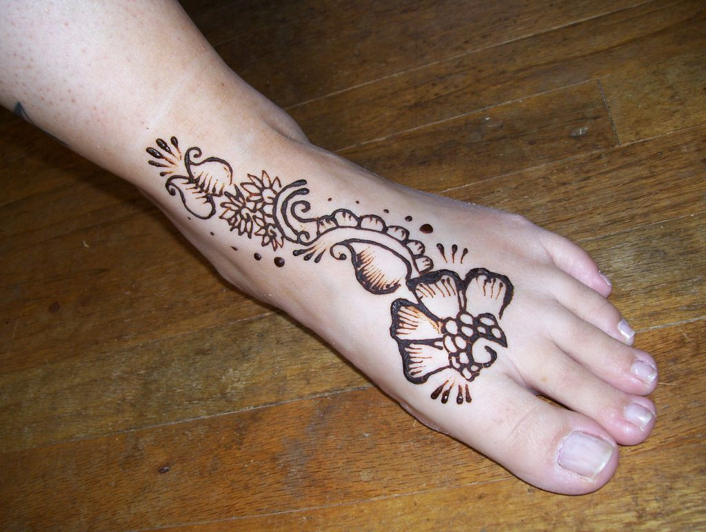 Mehndi Legs Images : 7 colourful henna and mehndi designs indian