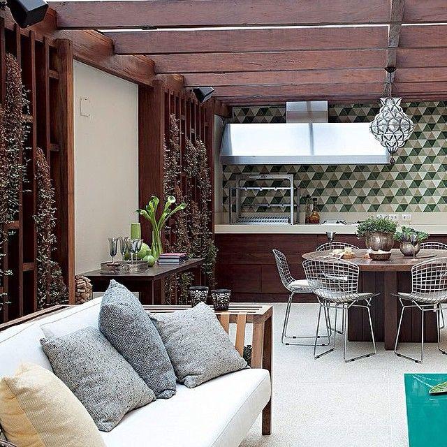 232c7d4f1 Jardim vertical é sempre uma ótima opção para deixar um ambiente charmoso,  cheio de vida
