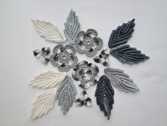 Este artículo no está disponible #irishcrochetflowers Crochet flowers leaf motifs, set of 15, grey white flower applique, Irish crochet applique, irish lace, crochet decor, clothes hat embellishment.  The set of crochet flower motifs is made of high quality fine cotton thread. I will combine shipping costs for ordering multiple items and listings from #irishcrochetflowers