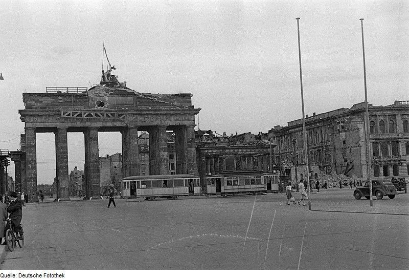 Brandenburger Tor Mitte 1946