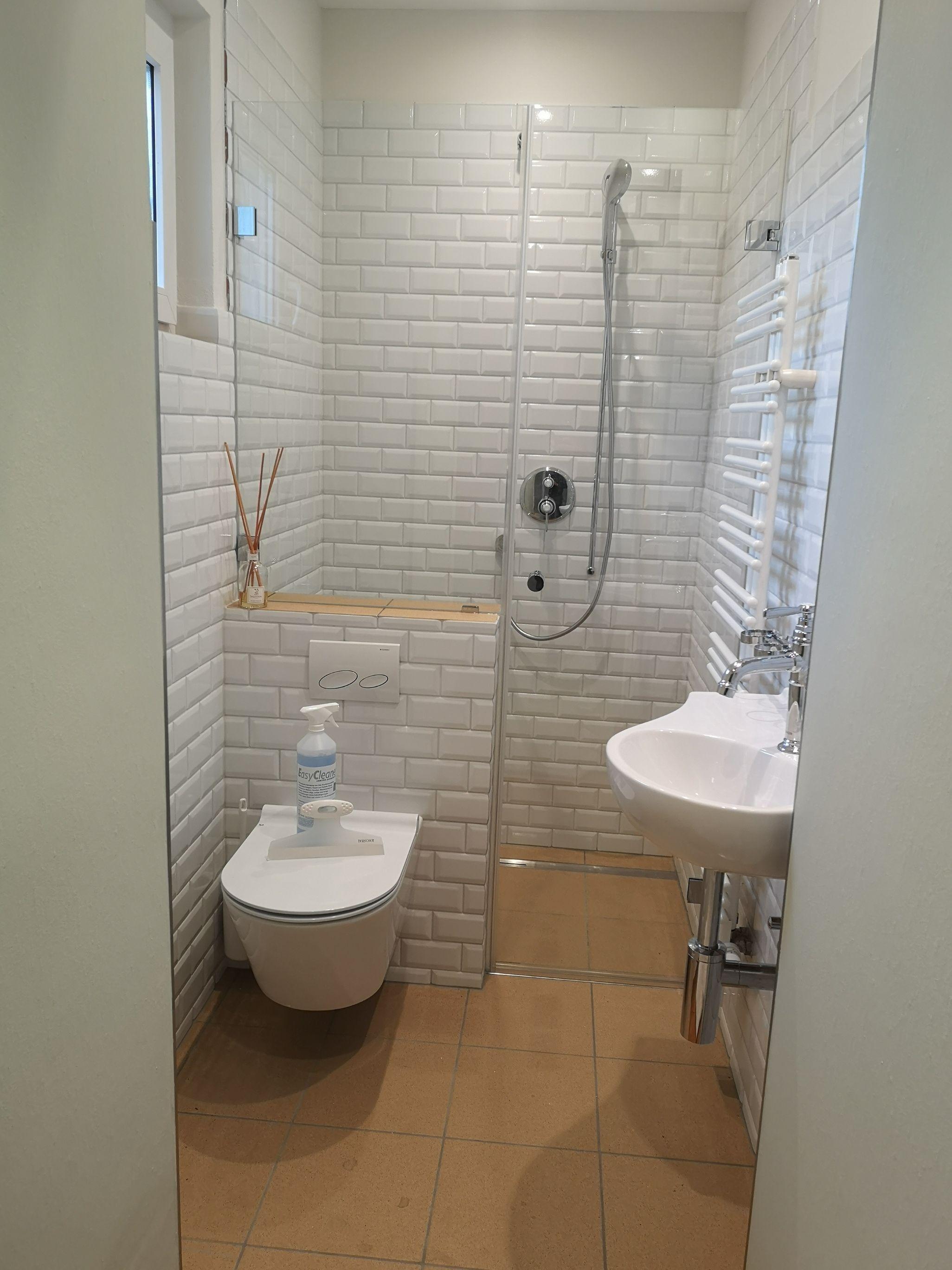 Qualitativ Hochwertige Duschen Aus Echtglas Der Firma In 2020 Weisse Badezimmer Glasduschen Wandverkleidung