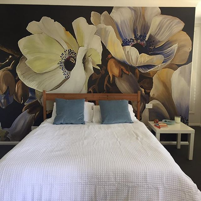 Happy customer mural LUCIANAS GARDEN by @dianawatson70 pretty stunning! #wallpaper #dianawatson #garden #flowers #behangfabriek