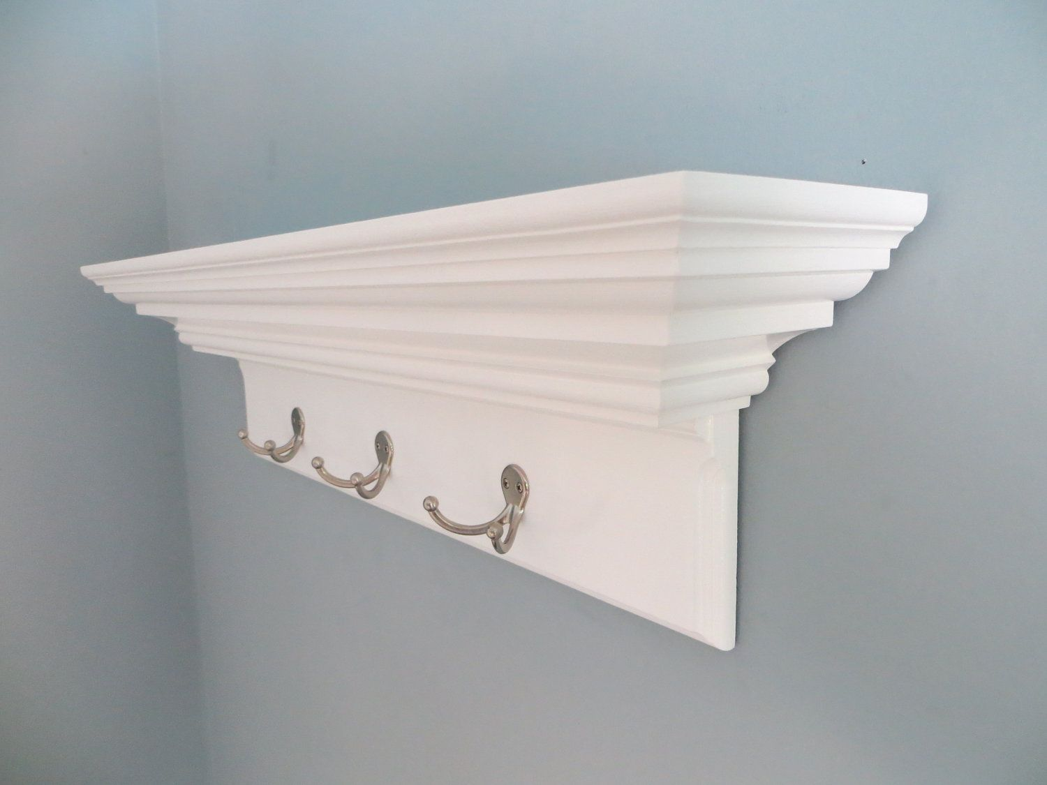 White Crown Molding Shelf With Silver Metal Hooks 3 With Images Floating Wall Shelves Bathroom Decor Accessories Woodworking Plans Shelves