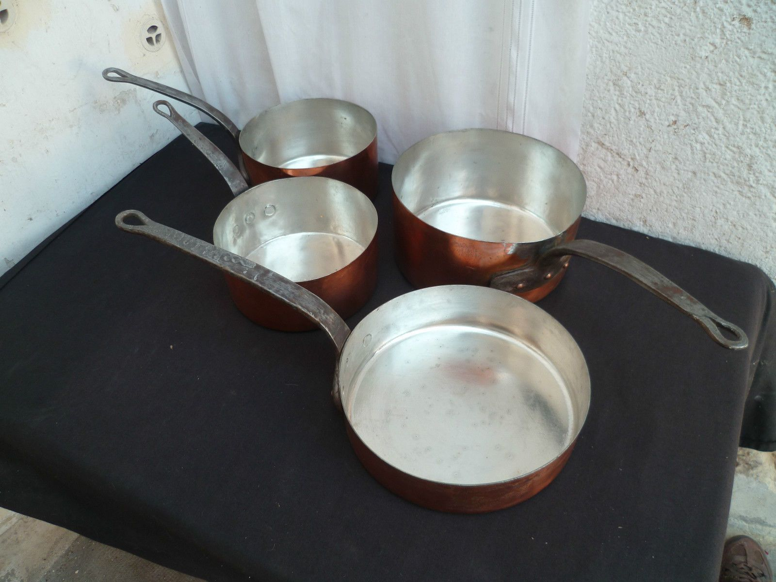 Ancienne batterie série de casseroles cuivre étamé XIX¨me si¨cle