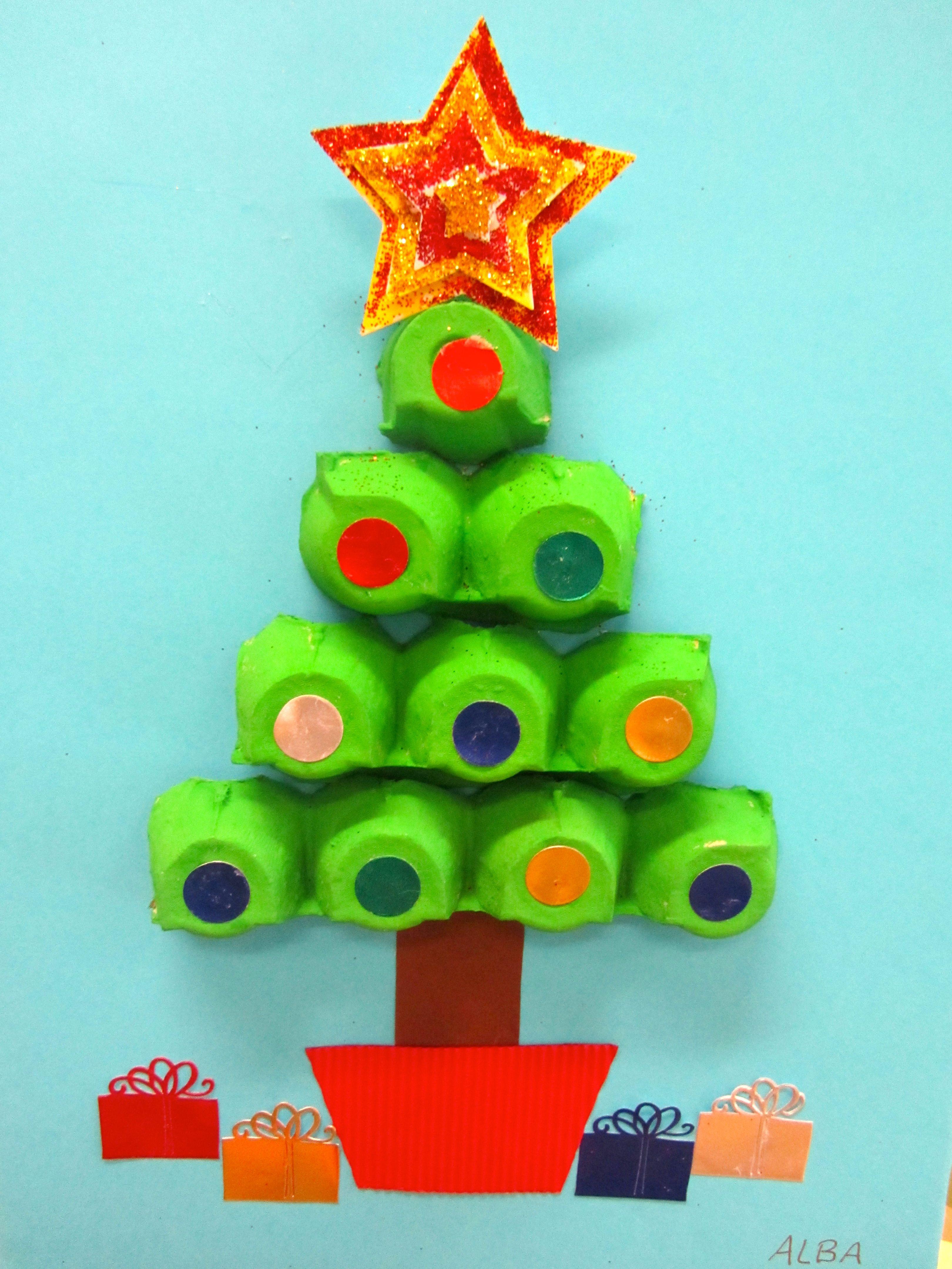 rbol de navidad con hueveras de cart³n Schneeflocken
