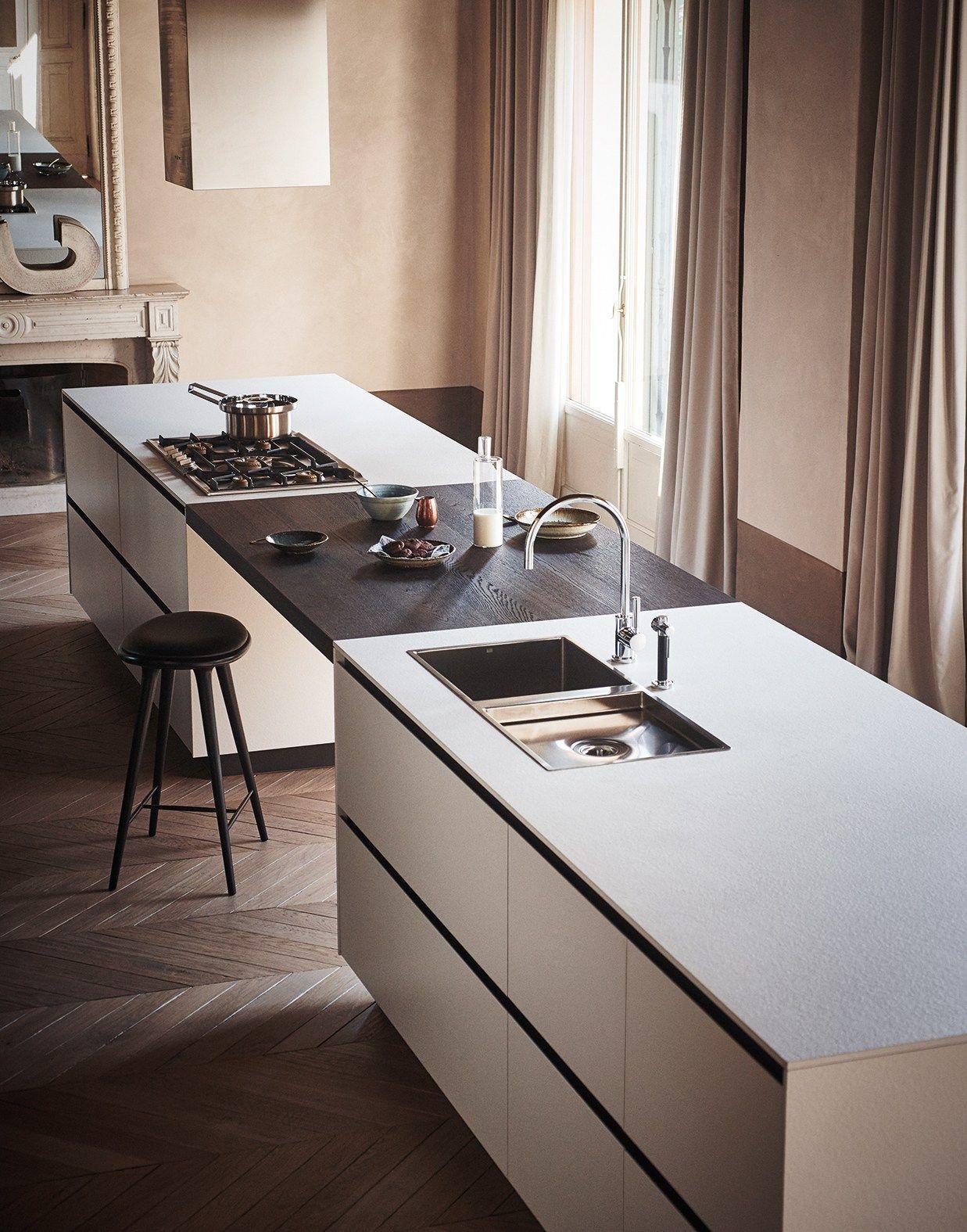 Cocina integral con isla de gres abujardado blanco maxima for Arredamenti case bellissime