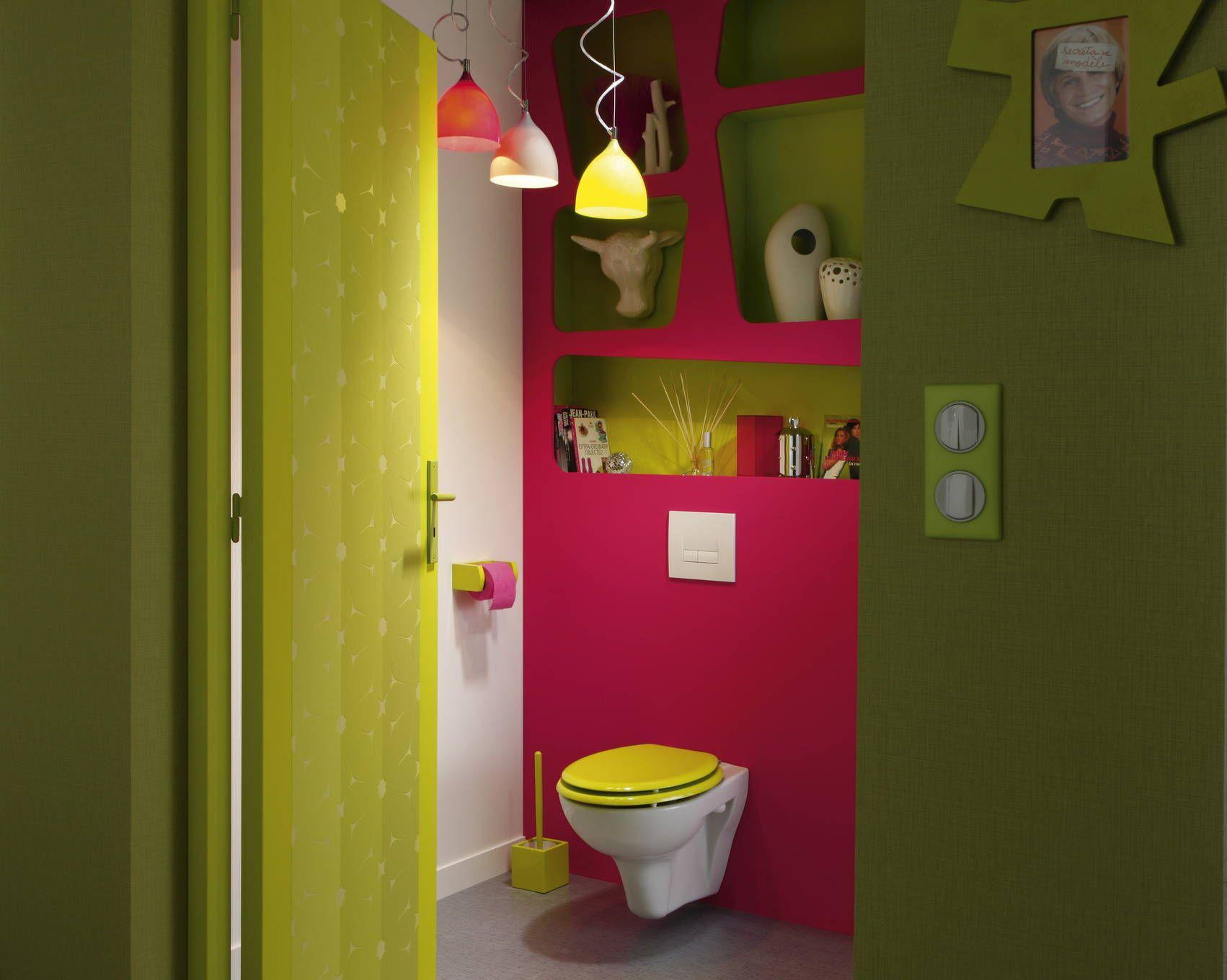 Des wc colorés jusqu à la cuvette utility rooms and bathrooms