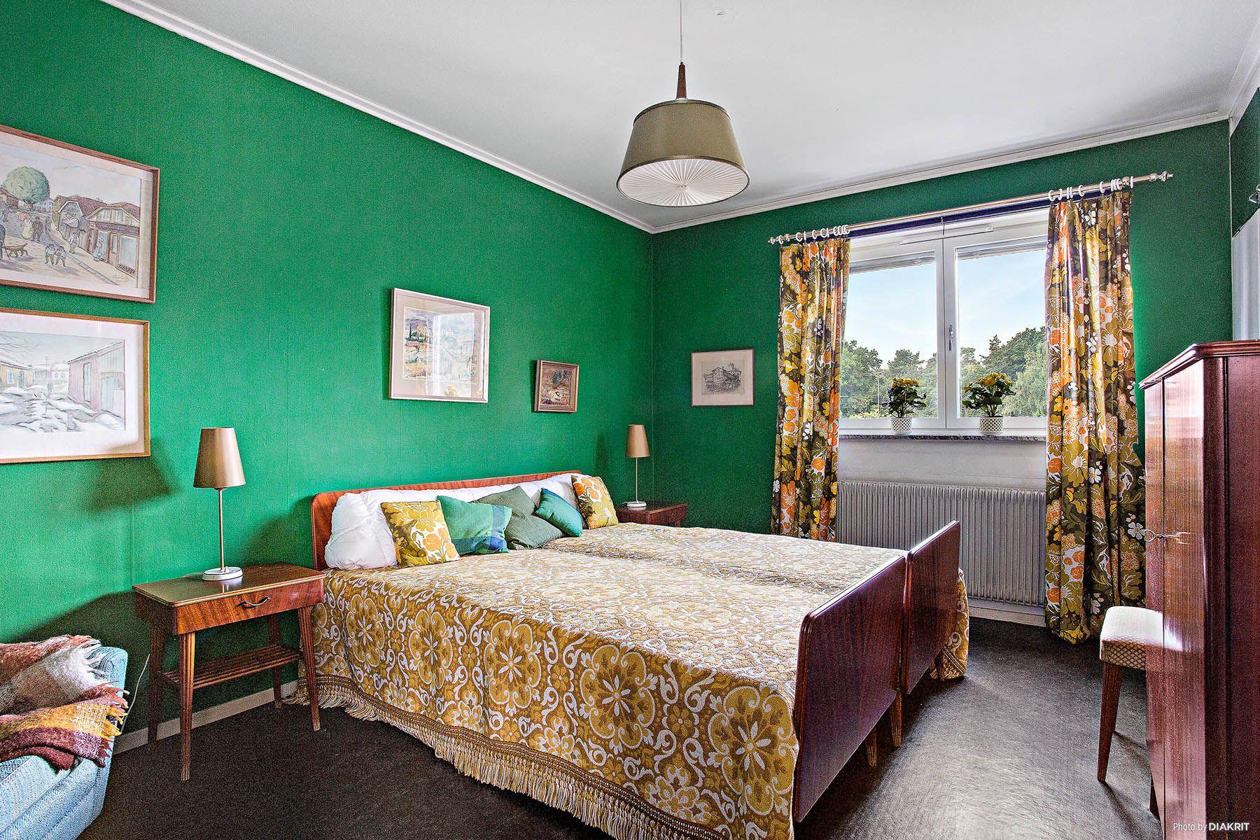 Sovrum i ett hus byggt 1961 i Sköndal, Stockholm