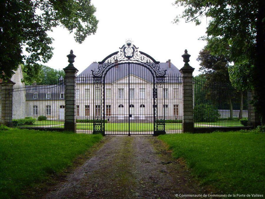 Le Chateau De Fosseux Pas De Calais Pays De L Artois Datant Du Xviiie Siecle Chateau France Chateau Calais