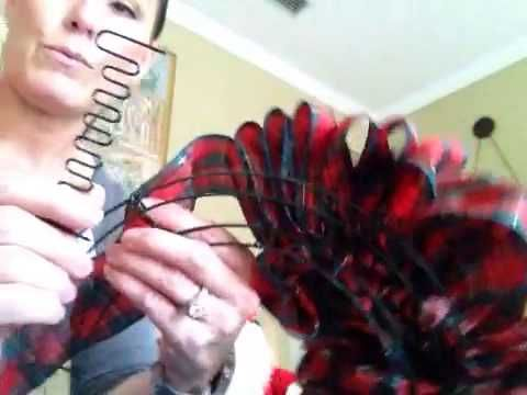 "Photo of Ornamator DIY: ""No Cut"" Ribbon Wreath"
