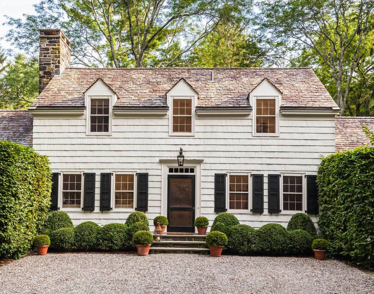 A Charming Connecticut Farmhouse By Gil Schafer New England Farmhouse Cafe Design Colonial Style Homes