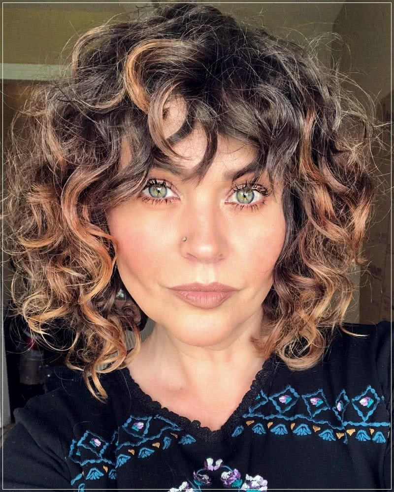45 Curly Haircuts 2020 2021 Short And Curly Haircuts In 2020 Hairstyles With Bangs Short Curly Hair Short Curly Haircuts