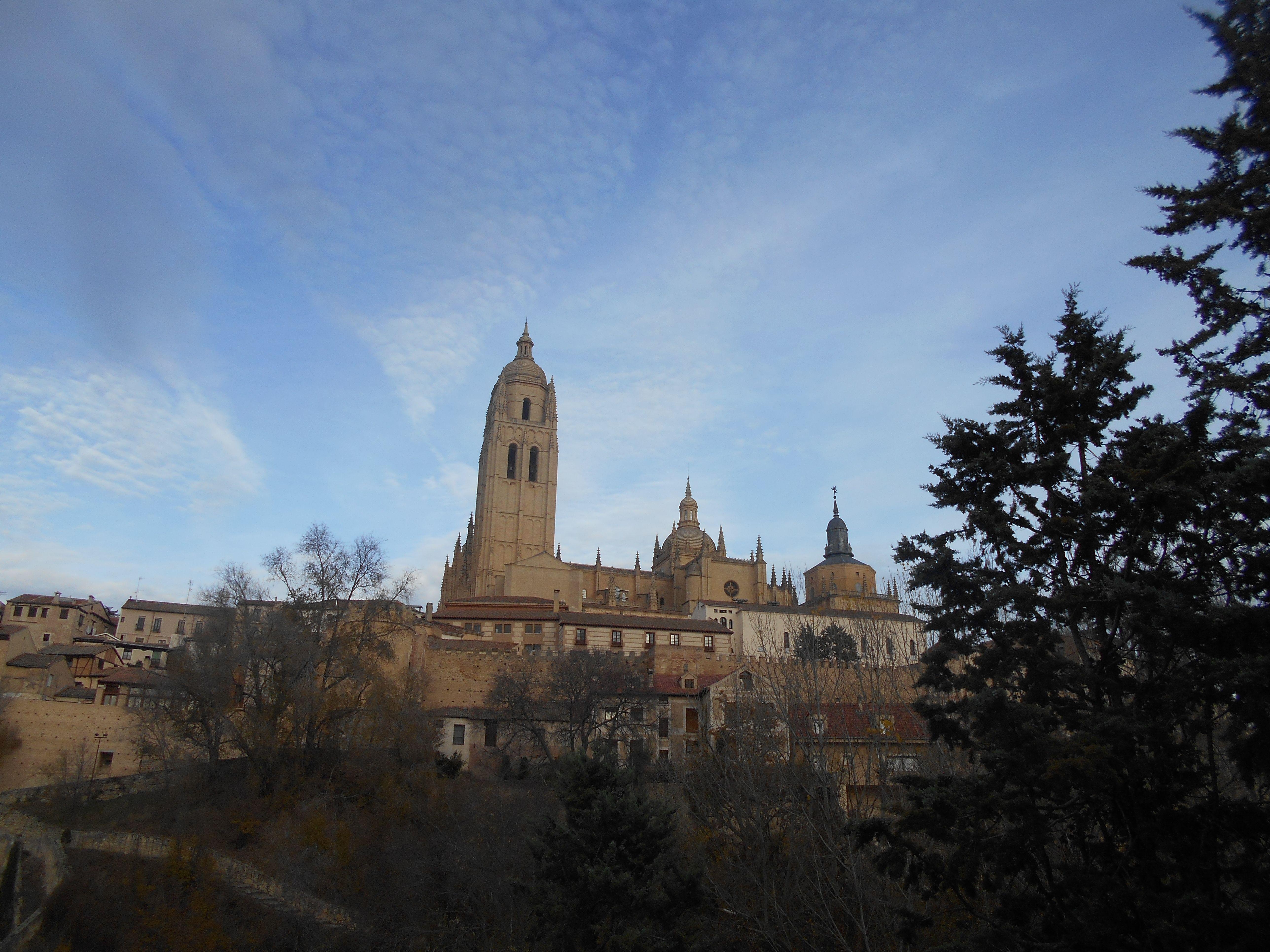 La Catedral desde el terraplén desde el Clamores