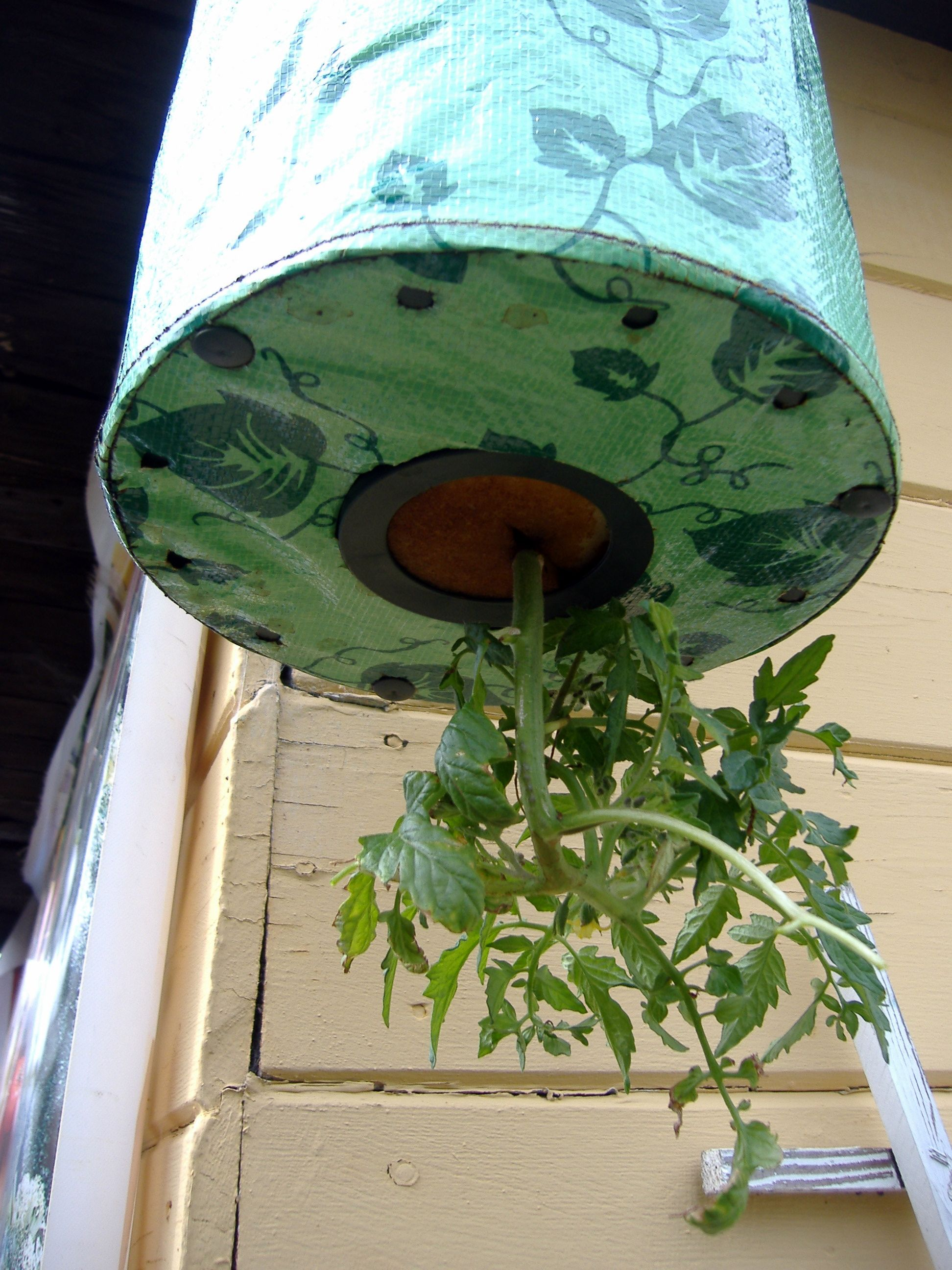 How To Make Your Own Homemade Topsy Turvy Garden Planter