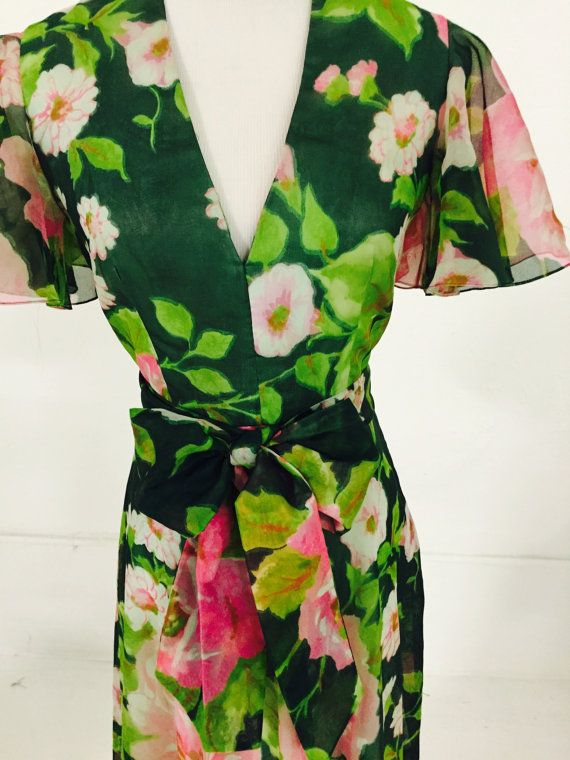 Vintage Claret Floral V Collar Layered Fit and Flare di NYCAFFAIRS