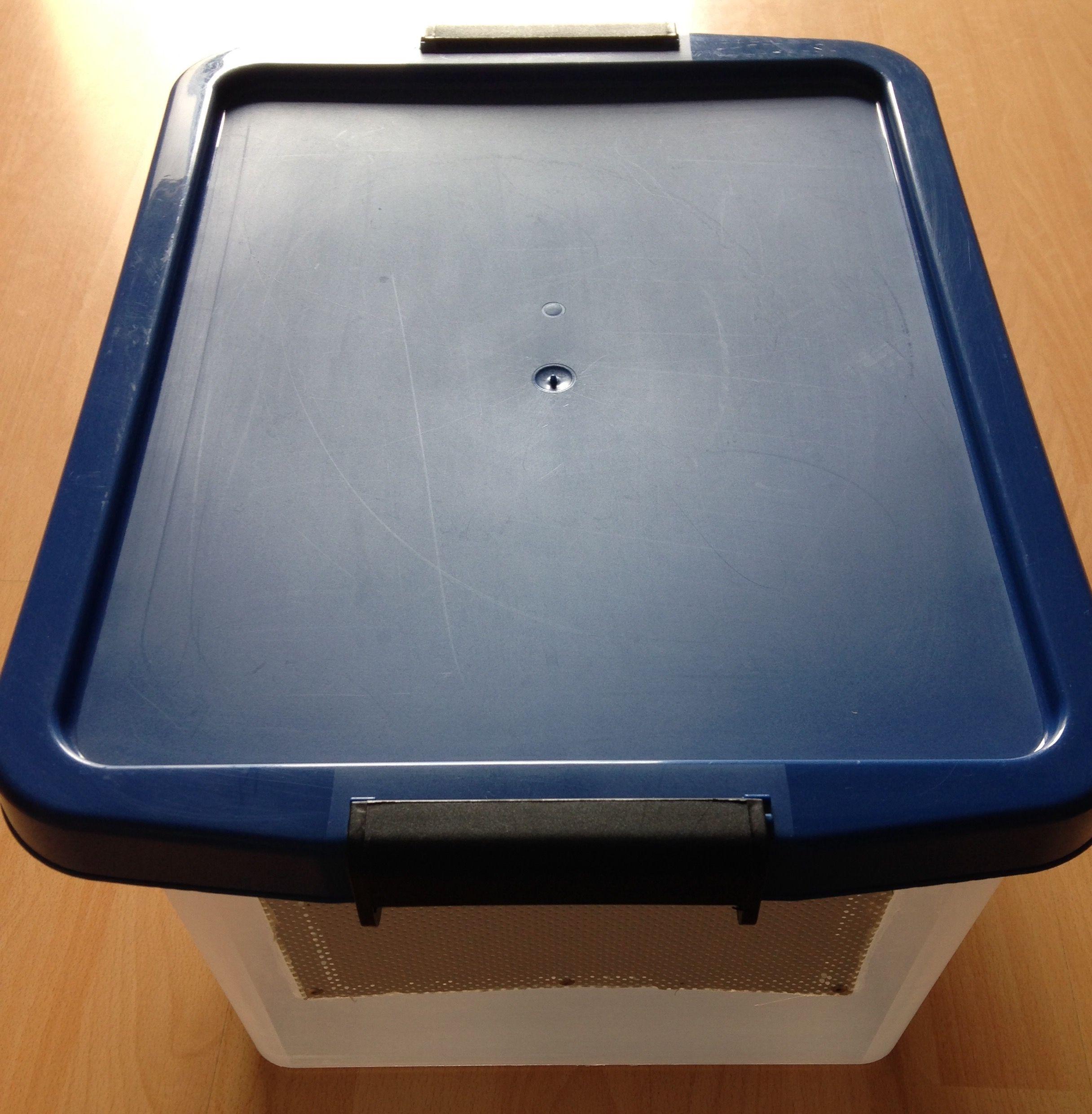 Hallo Ich Verkaufe Hier Eine Transport Insektenbox Masse 46x35x26cm Die Transport Insektenbox Ist In Einem Einwandfr Tierzubehor Box Porto