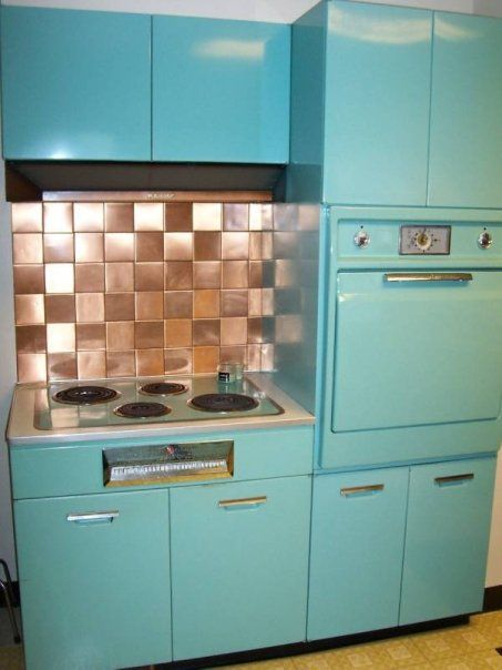 1950 S General Electric Kitchen Metal Cabinets Oven And Cook Top With A Copper Tile Back Splash Kitchen Remodel Metal Kitchen Cabinets Kitchen Remodel Small