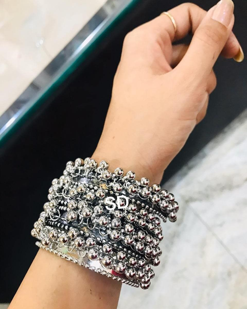 SET OF 4 GHANGHAROO BANGLES in just 500   SIZE 26 nd 24  DIRECT MASSAGE TO PLACE ORDER  GOOD QUALITY  NO COD  DELIVERY TIME 78 DAYS  PAYMENT MODE PAYTM PHONE PAY GOOGLE P...