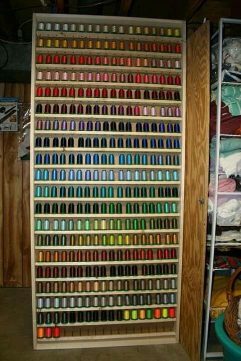 Mueble para almacenar conos de hilos | sewing room organization ...