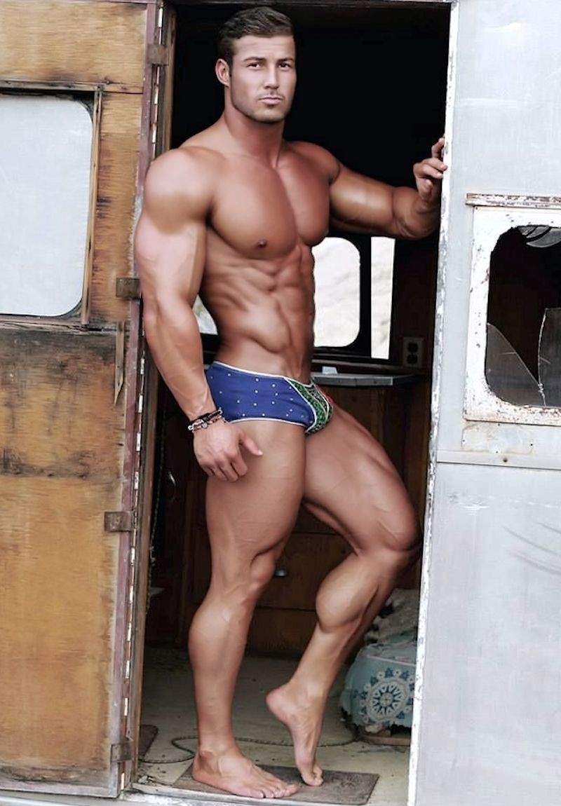 Muscular Hunks Share Some Burning Hot Passion