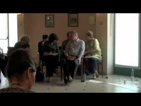 Fabio Bussotti spiega il senso del lavoro al workshop 'Any story is...'  http://italireland.net/2012/05/intervento-fabio-bussotti/