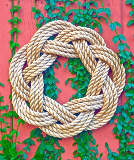 Want your home to feel like a blissful beach house? This hand-woven rope accent sets a seaside tone at your front door.
