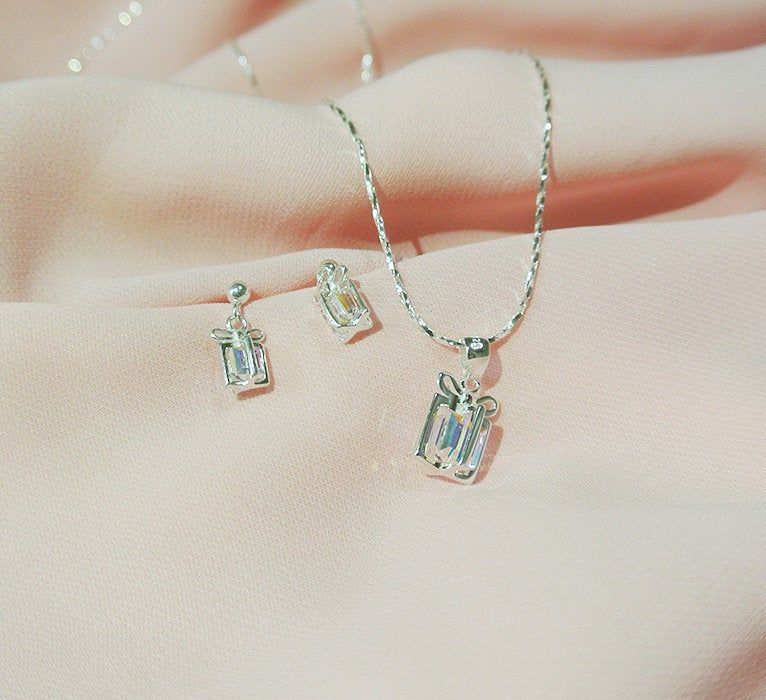925 Sterling Silver Christmas Gift Box Jewelry Set Crystal Etsy In 2020 Holiday Jewelry Crystal Gifts Jewelry Gifts