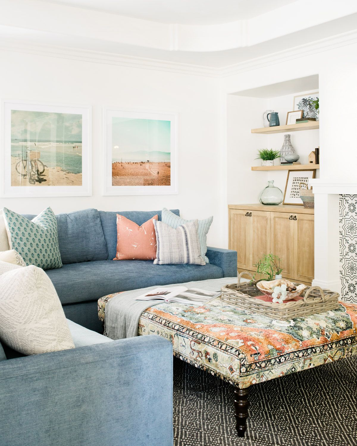"""15 Peaceful Asian Living Room Interiors Designed For Comfort: The Newest Trend? """"Spanifornia"""" Style"""