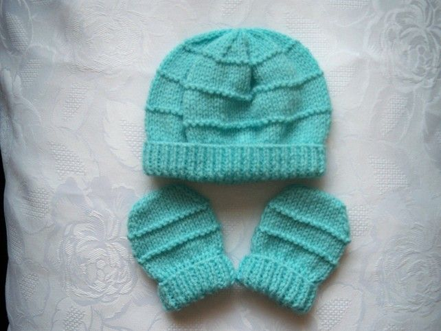 NAVY BABY HAND KNITTED MITTENS 0-3 MONTHS NEW ACRYLIC WOOL