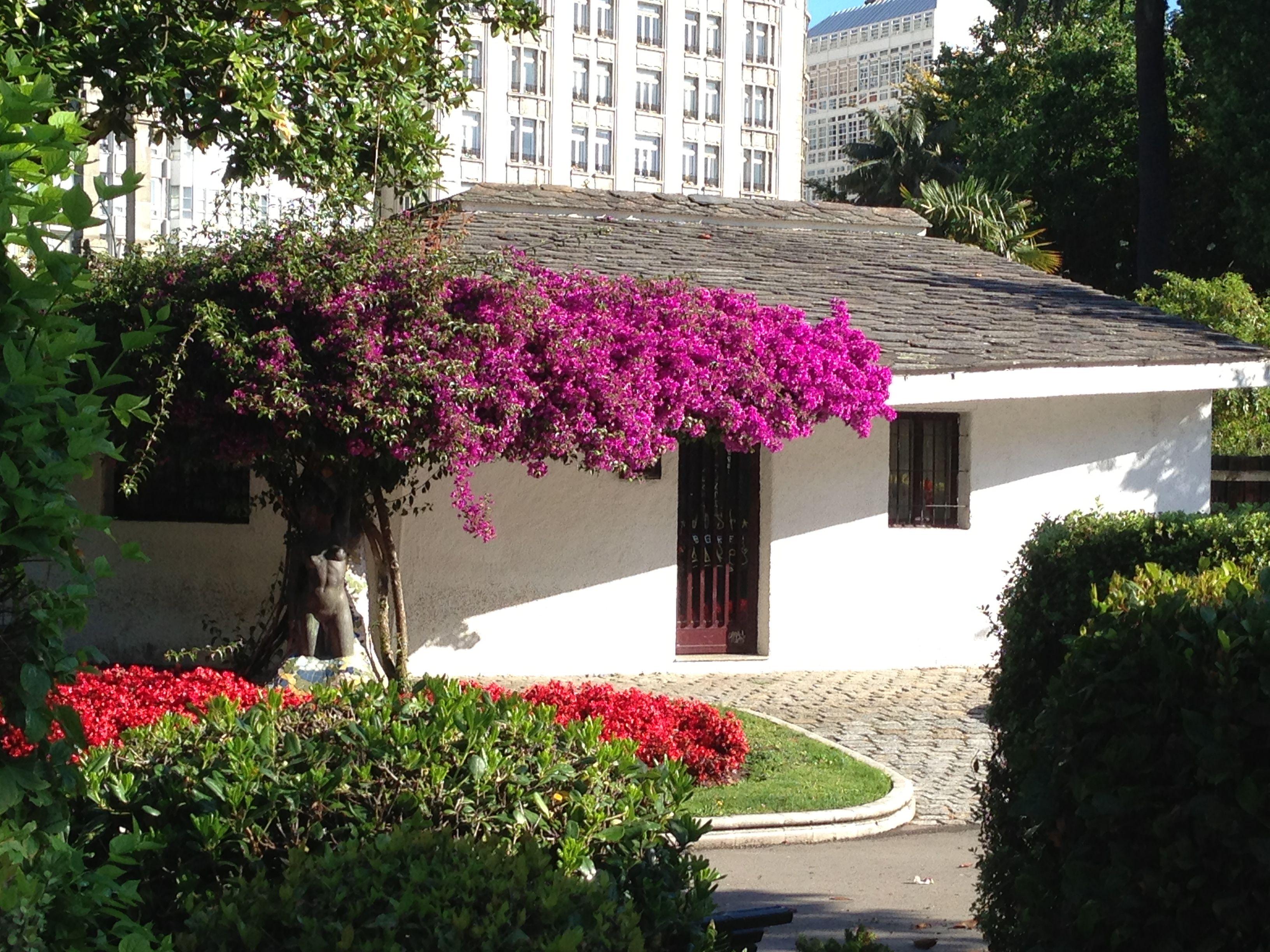 Tiny House Of Garden Tools Mendez Nunez Garden A Coruna