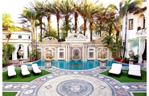 casa casuarina better known as the versace mansion has just gone up for sale - Big Mansions With Pools On The Beach