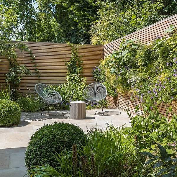 Hardscaping design structure and contrast elements to the organic forms, and likewise provides continuity between the indoor and outdoor areas of the property #smallcourtyardgardens