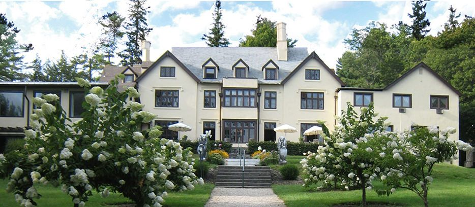 Seven Hills Inn: 40 Plunkett Street, Lenox, MA 01240 413.637.0060 • frontdesk@sevenhillsinn.com • Sevenhillsinn.com Gilded Age mansion set on 27 acres of lush lawns, blends romance of the past with present-day comforts. Antiques, fireplaces, 45 guestrooms w/ private baths, pool, A/C, TV, Wi-Fi, bkfst, family-friendly. Ideal for summer escapes, destination weddings and conferences.