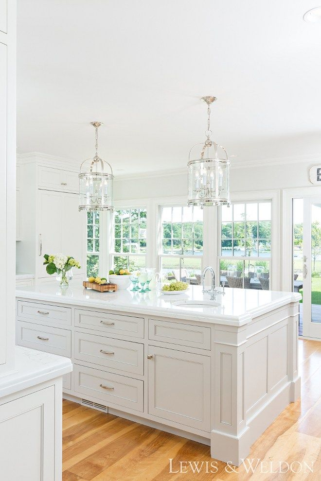 Classic White Kitchen with New Design Ideas