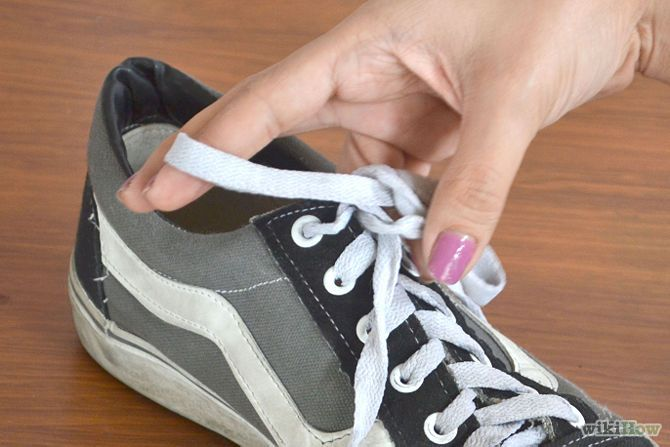 Tie a Shoe With One Hand Step 5.jpg