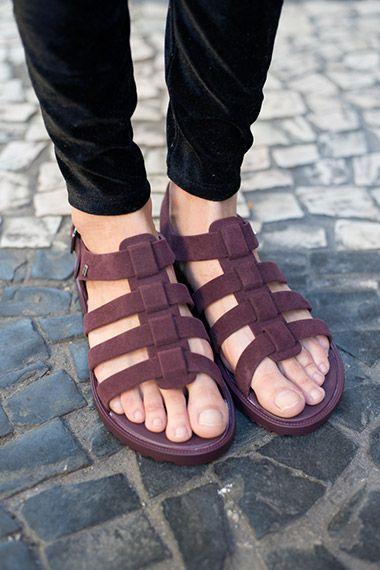 2fa0e1c4a Vote agora! Sandálias baixas completam os looks das cariocas. Vote no seu  modelo favorito!
